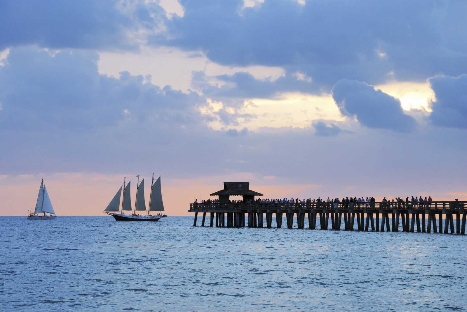 Naples-FL-Pier-With-Sailboats-e1422534760490